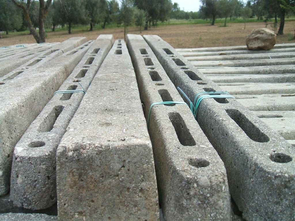 Pali in cemento puglia