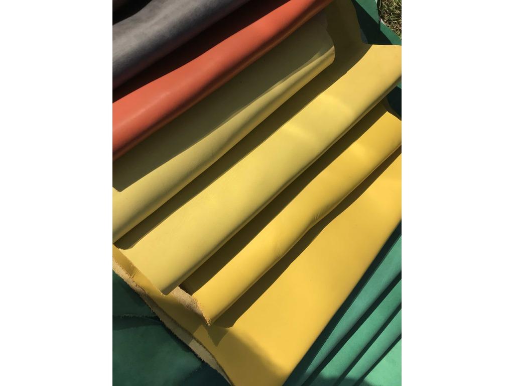 Materie prime tessili in vendita